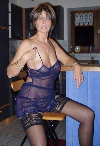 Belle femme de Arras aimant la fellation